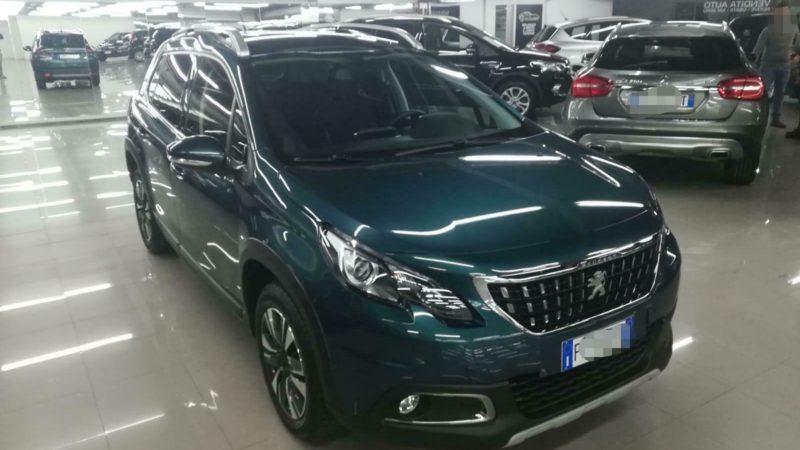 Peugeot, tante funzioni iper tecnologiche